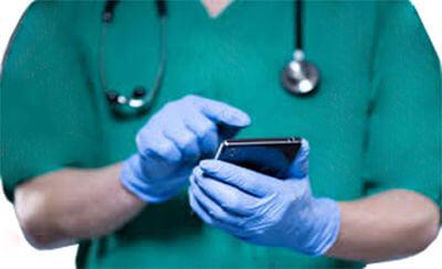 با نرم افزار مطب آنلاین در اتاق عمل از موضع جراحی بیمار و موارد مهم با موبایل خود عکس و فیلم گرفته  و همان لحظه به پرونده الکترونیک آنلاین بیمار اضافه کنید